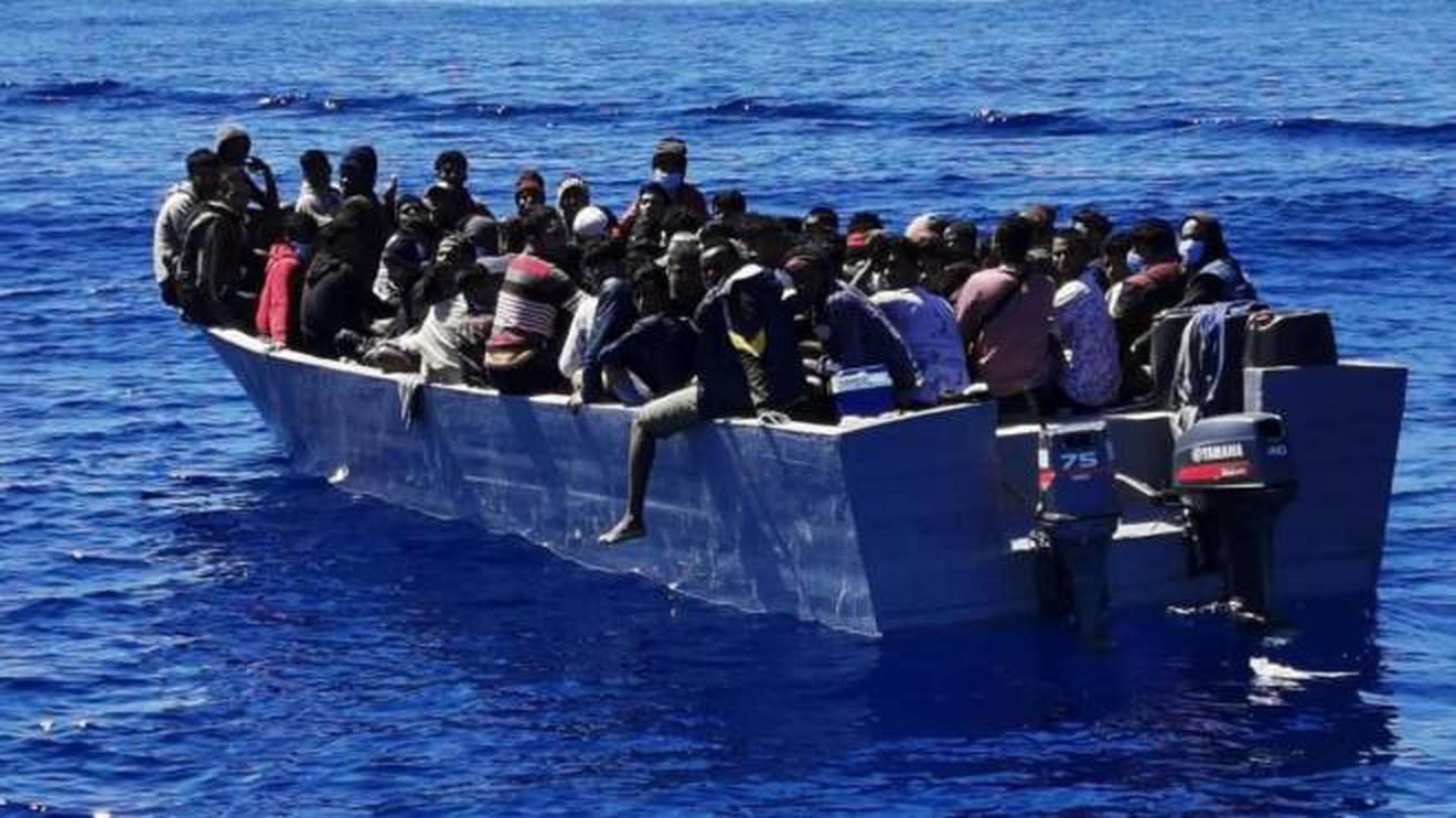 """Quasi il 50% dei 32 mila clandestini sbarcati dal primo gennaio proviene da Tunisia, Bangladesh ed Egitto, ma la sinistra insiste: """"Sono profughi di guerra"""""""
