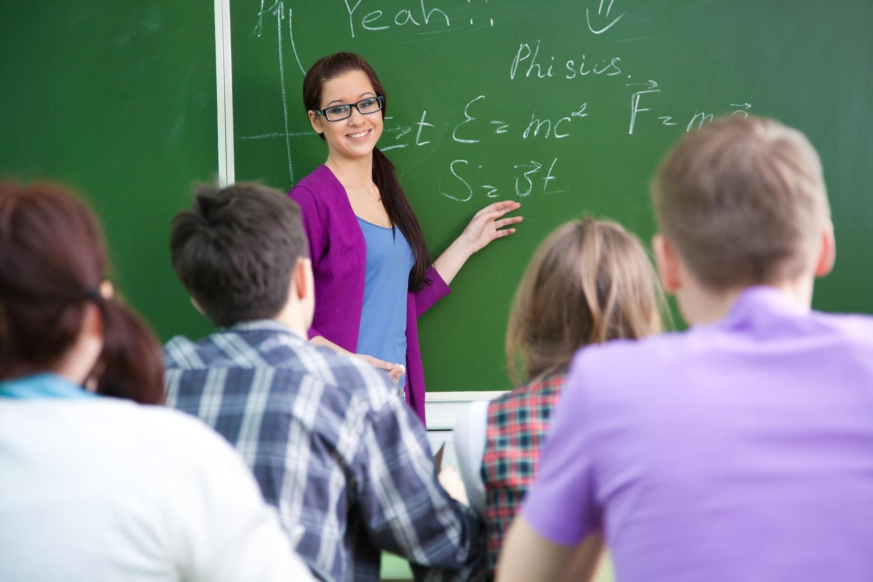 Il lavoratore ha le ore contate. Docente aggredita verbalmente e allontanata da scuola nel bel mezzo della lezione. Le era scaduto il Green pass